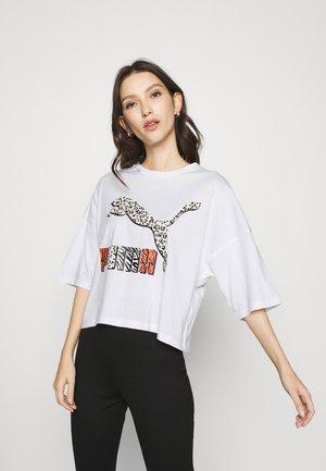 CLASSICS LOOSE FIT TEE - Print T-shirt - white