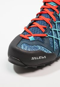 Salewa - WILDFIRE GTX - Hiking shoes - poseidon/capri - 5