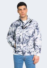 Calvin Klein Jeans - AOP - Bomber Jacket - grey - 2