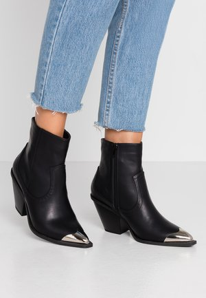 CLARENCE - Cowboy/biker ankle boot - black smooth