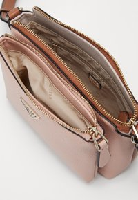 Guess - Across body bag - blush multi - 2