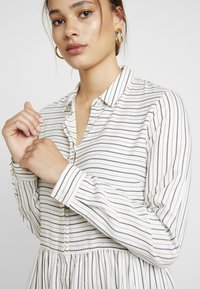 Envii - ENHARRY DRESS - Vestido camisero - white/black - 4