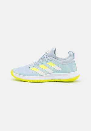 DEFIANT GENERATION  - Allcourt tennissko - half blue/solar yellow/footwear white