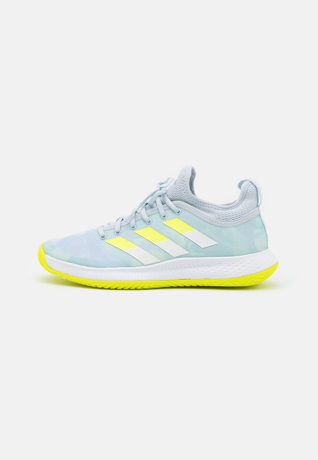 DEFIANT GENERATION  - Tennisschoenen voor alle ondergronden - half blue/solar yellow/footwear white