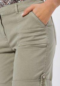 zero - Denim shorts - sage - 3