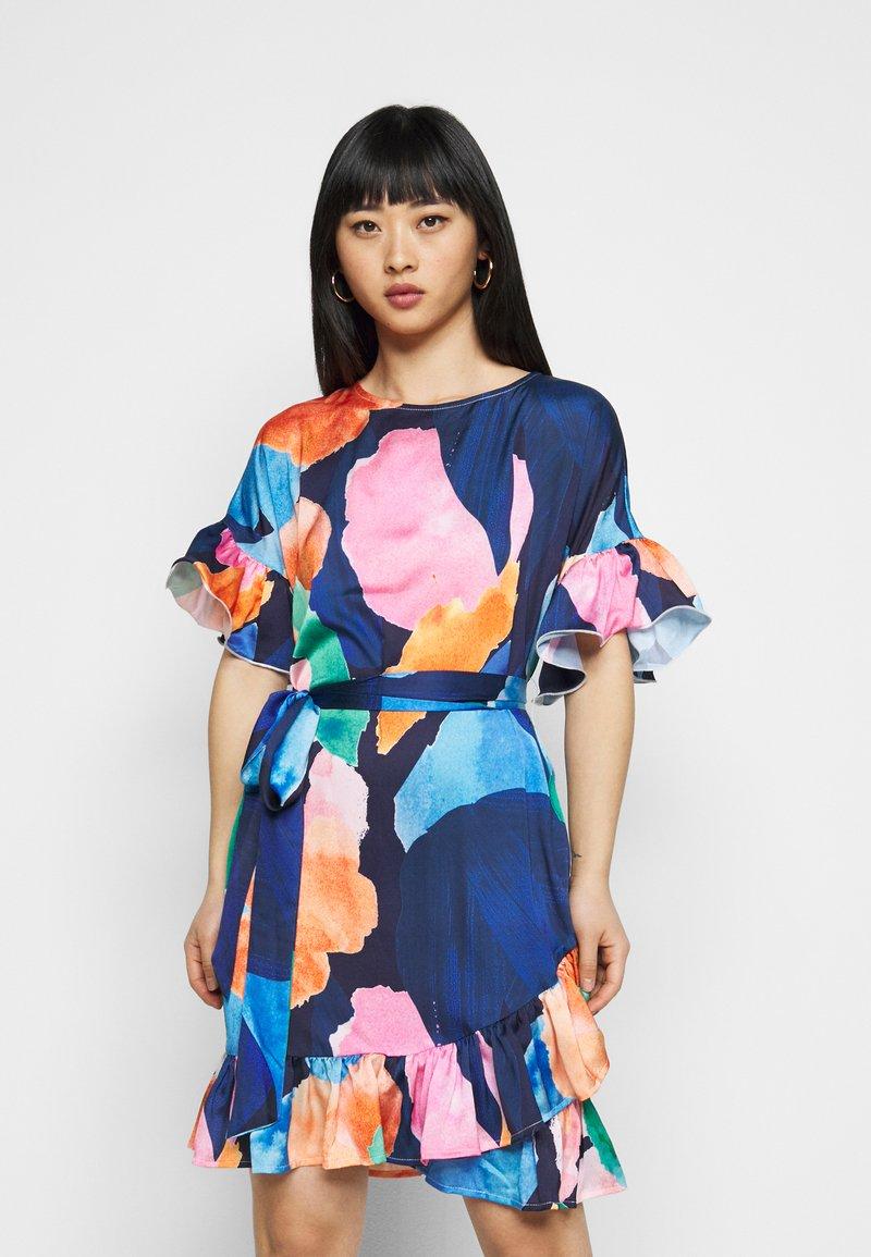 Never Fully Dressed Petite - ARTIST PRINT MARAKESH DRESS - Vapaa-ajan mekko - navy multi