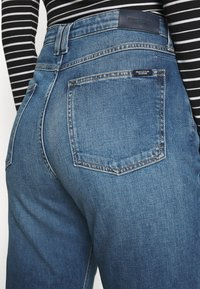 Marc O'Polo DENIM - FREJA BOYFRIEND - Relaxed fit jeans - mid blue marble - 3