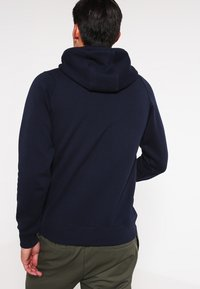 Jack & Jones - JCOPINN HOOD REGULAR FIT - Hættetrøjer - navy blazer