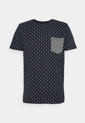 JORCANYON POCKET TEE CREW NECK - T-shirt med print - navy blazer