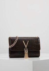 Valentino Bags - AUDREY - Sac bandoulière - caffe - 1