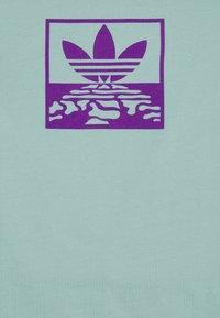 adidas Originals - OVERDYE TEE UNISEX - T-shirt imprimé - acid mint - 2