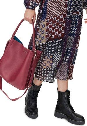 HOBO - Tote bag - red