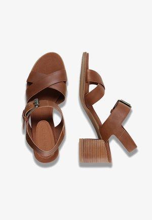 TALLULAH MAY CROSS BAND - Sandals - saddle