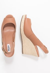 Dune London WIDE FIT - WIDE FIT KICKS - High heeled sandals - camel - 3