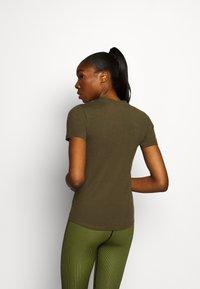 Ellesse - DELLE - Print T-shirt - khaki - 2