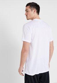 K1X - HARDWOOD - Print T-shirt - white - 2