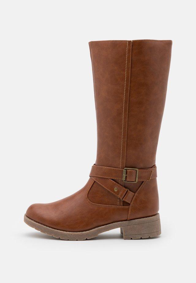 Vysoká obuv - cognac
