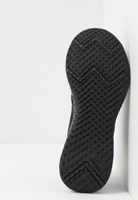Nike Performance - REVOLUTION UNISEX - Obuwie do biegania treningowe - black/anthracite - 5