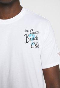 Guess - CHILL TEE - Printtipaita - blanc pur - 5