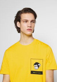 PS Paul Smith - WITH POCKET - Printtipaita - white/yellow - 3