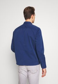 Marc O'Polo - LONG SLEEVE TWO PATCHED CHEST AND SIDE SEAM POCKETS - Veste légère - estate blue - 2