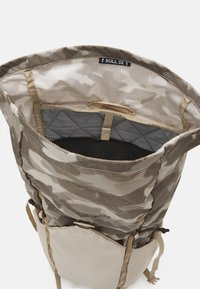Columbia - TANDEM TRAIL™ 22L BACKPACK UNISEX - Rugzak - ancient fossil - 3