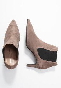 Brenda Zaro - BENETTBO - Ankle boots - lodos - 3