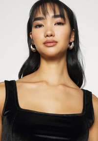 Glamorous - CROP WITH WIDE STRAPS AND SQUARE NECKLINE CO-ORD - Top - black velvet - 3