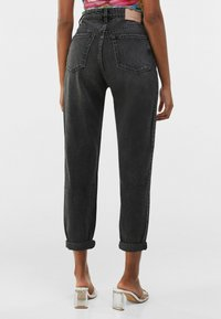 Bershka - MOM FIT - Relaxed fit jeans - dark grey - 2