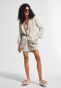 comma casual identity - RETRO - Short coat - white woven stripes - 1
