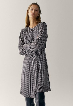 MIT GEOMETRISCHEM PRINT  - Day dress - bordeaux