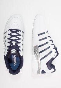 K-SWISS - RECEIVER IV - Multicourt tennis shoes - white/navy - 1