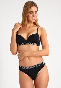 Calvin Klein Underwear - Sujetador sin tirantes/multiescote - black - 1