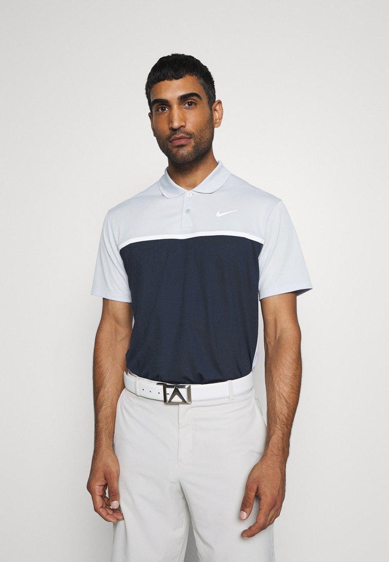 Nike Golf - DRY VICTORY - Funkční triko - sky grey/obsidian/white