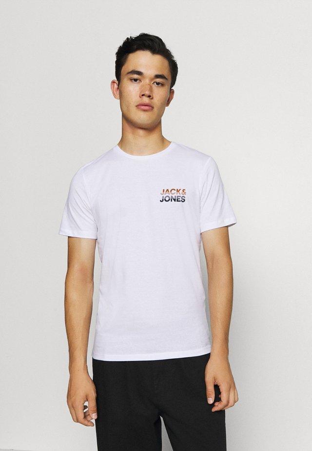 JJJACK TEE CREW NECK - Print T-shirt - white