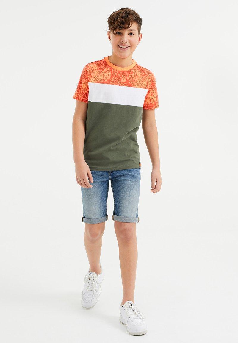 WE Fashion - MET COLOURBLOCK - Print T-shirt - red