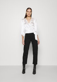 Abercrombie & Fitch - CHASE BLOUSE - Blouse - cream - 1