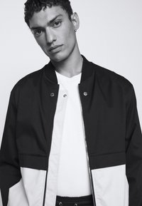 Neil Barrett - TRAVEL SLIM BOMBER - Bomber Jacket - black/natural - 4