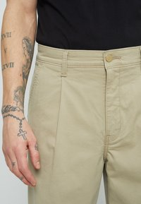 Levi's® - XX STAY LOOSE PLT CROP - Broek - neutrals - 3