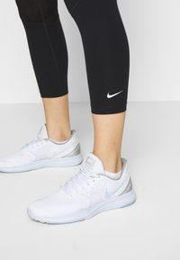 Nike Performance - CROP - Tights - black/white - 3