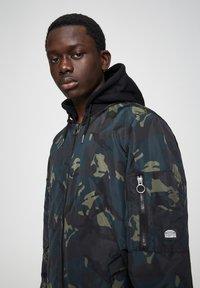 PULL&BEAR - Light jacket - mottled dark green - 4
