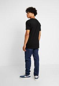 Urban Classics - BASIC TEE 3 PACK - T-shirt basic - white/white/black - 2