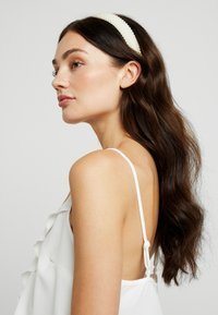 Pieces - Hair Styling Accessory - bright white - 1