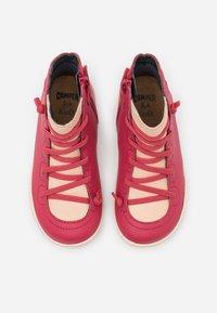 Camper - PEU CAMI - Snørestøvletter - medium pink - 3