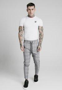 SIKSILK - SMART - Teplákové kalhoty - black/grey/white - 1