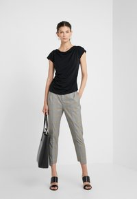 WEEKEND MaxMara - MULTIF - Print T-shirt - nero - 1