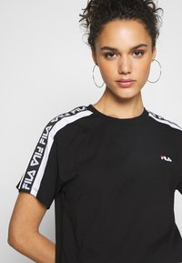 Fila - TANDY TEE - T-shirts med print - black / bright white - 4