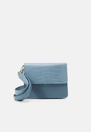 ONLSARAH CROSS BODY BAG - Across body bag - blue fog