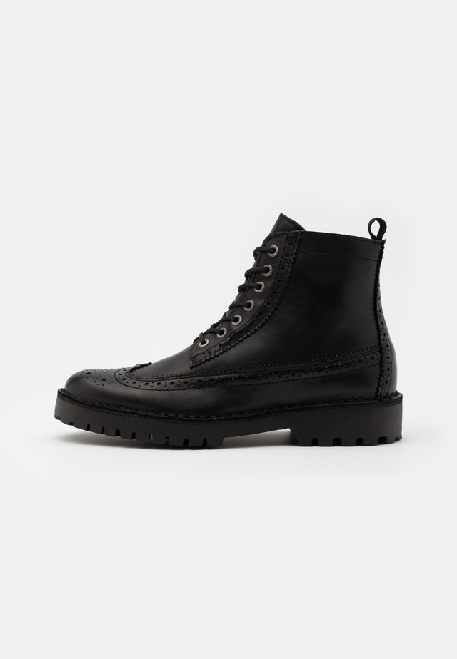 SLHRICKY BROGUE BOOT - Lace-up ankle boots - black