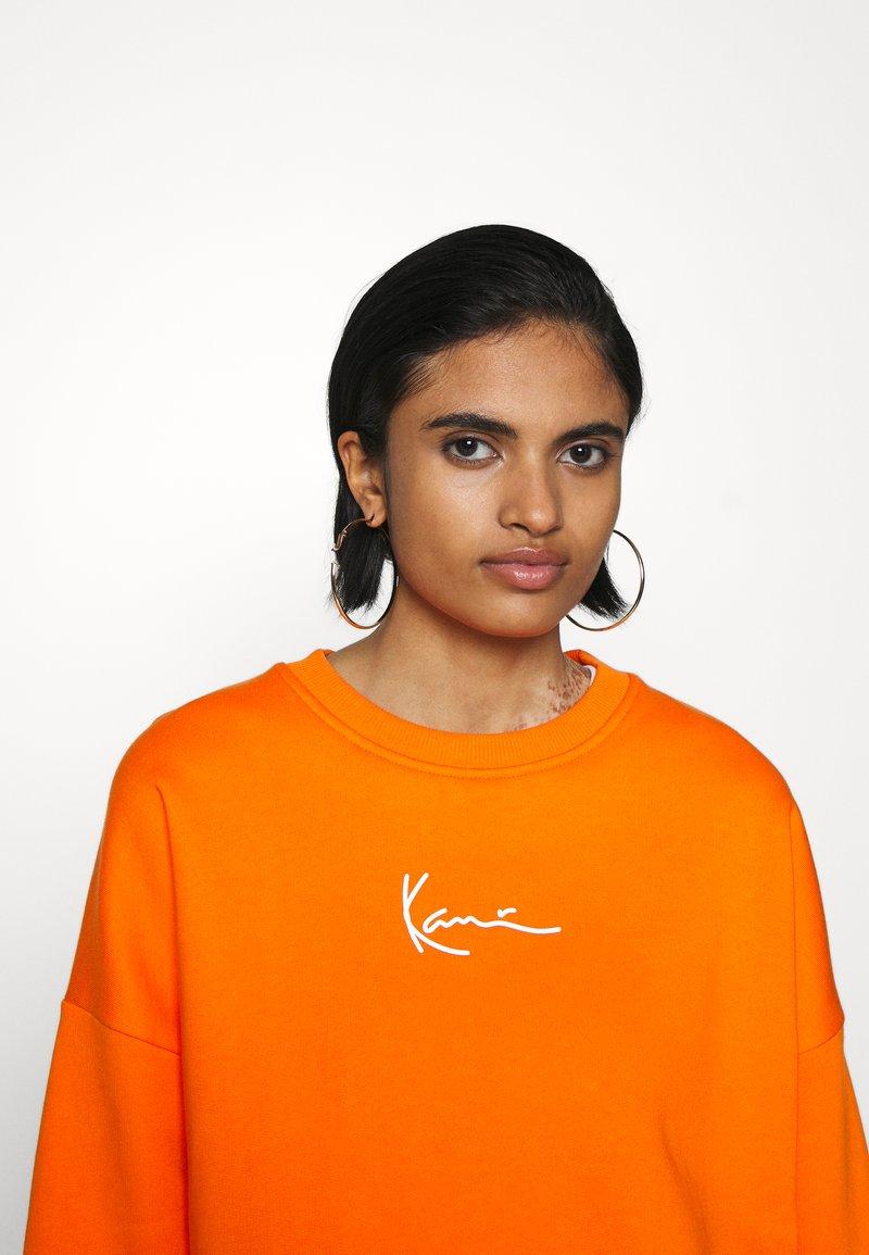 Karl Kani - SMALL SIGNATURE CREW - Sweatshirt - orange